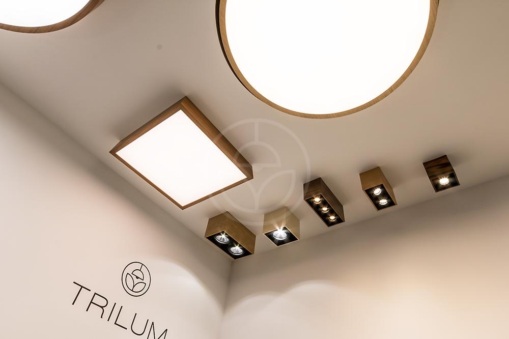 Štvorcové a kruhové drevené svietidlá Trilum na Nábytok a bývanie 2016