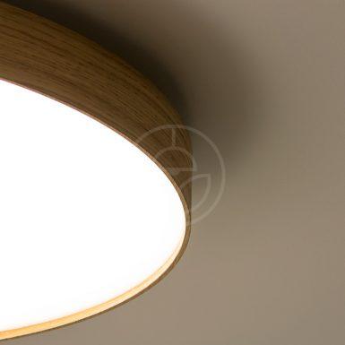 Kruhové drevené svietidlo WoodLED Soft900 - detail na dubové telo lampy