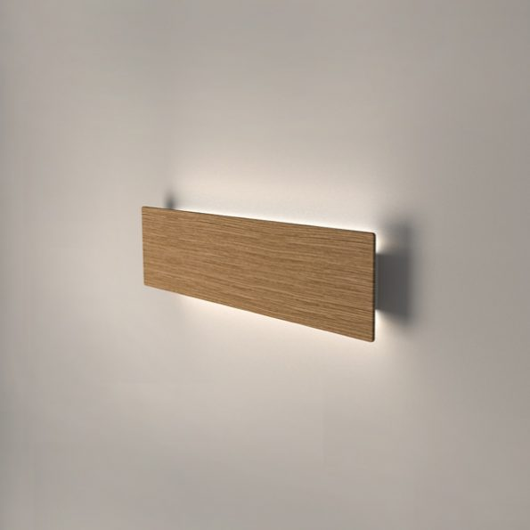 Wooden LED wall light Liiny 680. Oak solid wood with 3000K warm white LED modules included.